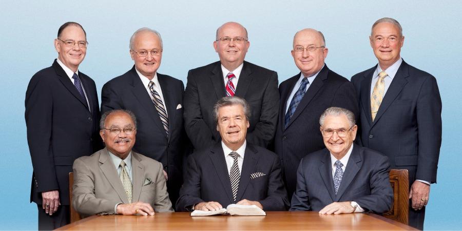 Втори ред от ляво надясно: Д. Х. Сплейн, А. Морис III, Д. М. Сандерсън, Г. У. Джаксън, М. С. Лет; Първи ред от ляво надясно: С. Ф. Хърд, . Г. Льош, Г. Х. Пиърс